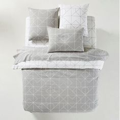 Choose this contemporary and chic duvet cover patterned with geometric lines in neutral tones for a stylish boudoir. Holly Willoughby Bedding, Stylish Bedroom, Cotton Duvet, Geometric Lines, Luxury Bedding Sets, Duvet Sets, Flat Sheets, Really Cool Stuff, Decoration