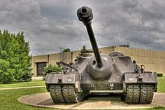 The Super Heavy Tank (at one point and sometimes called 105 mm Gun Motor Carriage was a prototype heavily armored tank destroyer designed for the United States Army during World War II. Schlacht An Der Somme, Tank Armor, War Thunder, Tank Destroyer, Armored Fighting Vehicle, Tank Design, Battle Tank, United States Army, Military Equipment