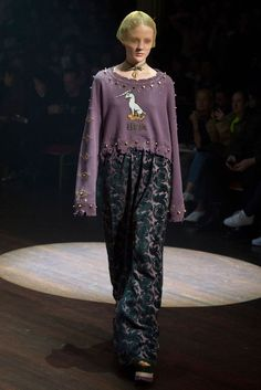 Undercover Fall 2017 Ready-to-Wear Fashion Show Collection Catwalk Fashion, Fashion Now, Fashion 2017, Fashion Outfits, Catwalk Collection, Fashion Show Collection, Conceptual Fashion, Bohemian Mode, Swagg