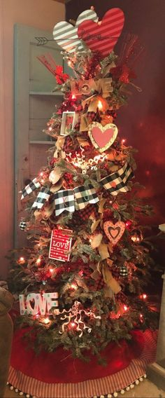 Transform Your Christmas Tree Into A Valentine's Tree with these tips and tricks. Transform Your Christmas Tree Into A Valentine's Tree with these tips and tricks. Live Christmas Trees, Christmas Tree Themes, Holiday Tree, Christmas Tree Toppers, Xmas Tree, Christmas Diy, Primitive Christmas Tree, White Christmas, My Funny Valentine