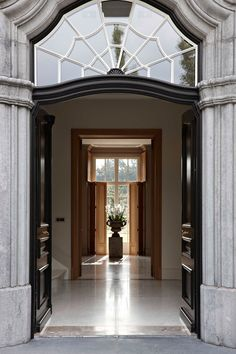 #InteriorInspiration: Wow! What an entrance! Could you imagine walking into someone's home and being greeted by this lavish welcome?
