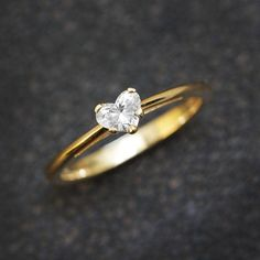 Solitaire Engagement Ring Heart Diamond Ring by SillyShinyDiamonds Solitaire verlovingsring hart diamanten ring door SillyShinyDiamonds 3ct Diamond Ring, Diamond Jewelry, Jewelry Rings, Gold Jewelry, Jewellery Box, Jewellery Shops, Fine Jewelry, Sapphire Rings, Jewelry Ideas