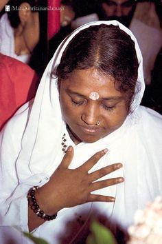 Amma, the hugging saint, www.amritapuri.org