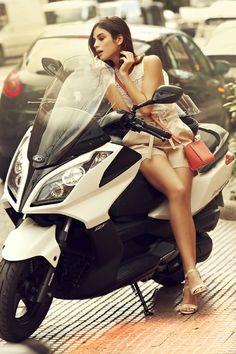 KYMCO Scooter. Los tonos pastel vienen pisando con fuerza esta temporada.  Pelo al viento, una gran sonrisa y tu moto KYMCO para conquistar la ciudad. www.kymco.es