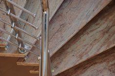 Im Wohnbereich sind Granittreppen naturgemäße Elemente der Raumgestaltung.   http://www.marmor-deutschland.com/granittreppen-massive-granittreppen