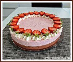 Helmenvalkoinen maailma: Mansikka-suklaajuustokakku Cheesecakes, Tiramisu, Cake Decorating, Strawberry, Baking, Fruit, Ethnic Recipes, Sweet, Food