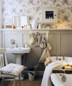 48 Creative Cottage Bathroom Design Ideas - The bathroom has come along way in the past one hundred years. Once just a basic tub set in front of the living room fire and filled with buckets of w. Small Country Bathrooms, Small Space Bathroom, Rustic Bathrooms, Bathroom Design Small, Simple Bathroom, Small Spaces, Bathroom Designs, Bathroom Ideas Vintage Country, Cottage Bathrooms