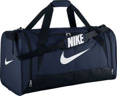 Nike Brasilia 6 Duffel Bag Black/White Size Large Head off to the gym or team practice with the NIKE Brasilia 6 large duffel bag. Its roomy main compartment has a wide, U-shaped opening for easy. Nike Gym Bag, Nike Bags, Gym Bags, Nike Duffle Bag, Duffel Bags, Logo Nike, Pose, Foot Locker, Athletic Wear