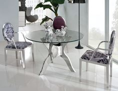 Glass Dining Room Tables Gaining Contemporary Interior Nuances - http://www.ruchidesigns.com/glass-dining-room-tables-gaining-contemporary-interior-nuances/