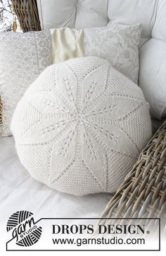 Round cushion with lace pattern, worked in the round in DROPS Alpaca and DROPS Kid-Silk. Free pattern by DROPS Design.