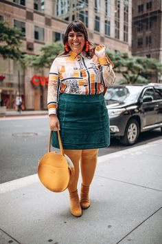 10 Street Style Looks Spotted at CurvyCon Yellow Tights, Transitional Outfits, Fall Transition Outfits, Neon Dresses, Fashion Lookbook, Fashion Trends, Under Pants, Body Positive, Staple Pieces
