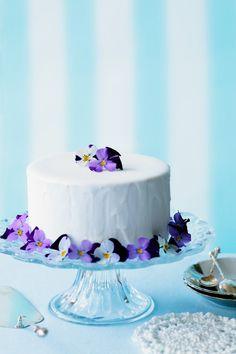 Österliche Torte mit Blüten | Zeit: 40 Min. | http://eatsmarter.de/rezepte/oesterliche-torte-mit-blueten