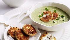 Une belle soupe à la couleur bien verte grâce aux petits pois et aux artichauts. Pour plus de gourmandise, nous y avons ajouté de beaux morceaux de bûche de chèvre panés. Un régal!