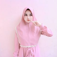 Arab Girls Hijab, Girl Hijab, Beautiful Hijab, Muslim, High Neck Dress, Cute, Model, Instagram Posts, Color