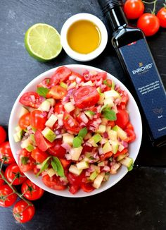 10 knallgode salater som passer perfekt til grillmaten! - LINDASTUHAUG Indian Food Recipes, Ethnic Recipes, Tzatziki, Frisk, Salsa, Bacon, Food And Drink, Mexican, Lunch