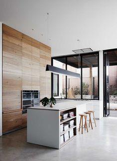cuisine moderne avec ilot avec rangements placards bois sans poignees