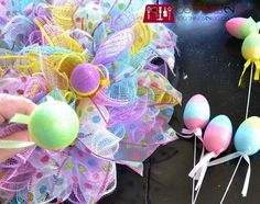 Easy Easter Wreath - using dollar store items | 100 Things 2 Do Easter Crafts, Holiday Crafts, Easter Ideas, Bunny Crafts, Easter Recipes, Holiday Decor, Diy Easter Decorations, Easter Centerpiece, Centerpiece Ideas