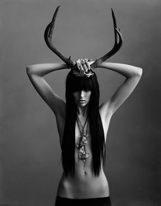 Black and white, skinny, antlers. Fotografie Portraits, Photos Originales, Dark Beauty, Photomontage, Antlers, Dark Art, Black And White Photography, Horns, Portrait Photography
