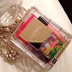 Chanel Parfume Bottle Bag - Blondie Luxe----so unnecessarily pretentious! Chanel Clutch, Chanel Outfit, Carrie Bradshaw, New Handbags, Purses And Handbags, Chanel Perfume, Chanel Cruise, Bottle Bag, Clear Bags