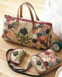 112 Popular Patchwork Bags and Pouches - Japanese Sewing Craft Book (In Chinese) Japanese Patchwork, Japanese Quilts, Patchwork Bags, Quilted Bag, Japanese Sewing, Bag Quilt, Handmade Purses, Fabric Bags, Beautiful Bags