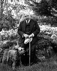 William Lyon Mackenzie King and his dog Pat / Le très honorable W. Mackenzie King et son chien Pat John Prine, Us Presidents, Lyon, Good People, Vintage Photos, King, Politicians, History, Pets