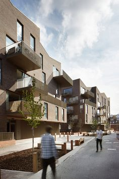 All 38 Winners of the 2015 RIBA London Awards Brentford Lock West / Duggan Morris Architects. Brick Architecture, Residential Architecture, Amazing Architecture, Duggan Morris, Arch House, Social Housing, Modern Buildings, Brickwork, Behance
