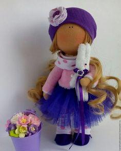 Купить или заказать кукла Фиалка в интернет-магазине на Ярмарке Мастеров. Кукла Фиалка выполнена в красивом насыщенном фиолетовом цвете. Шапочка из трикотажа. Не снимается. Пышная юбочка из фатина. Замшевые ботиночки на ножках. В руках плюшевый зайка.
