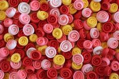How to make ribbon roses with royal icing.  Sweet Sugarbelle