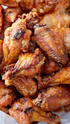 Baked Chicken Wings A recipe for the best baked chicken w.- Baked Chicken Wings A recipe for the best baked chicken wings that are extra crispy on the outside and very tender and most on the i… Chicken Thights Recipes, Chicken Parmesan Recipes, Chicken Salad Recipes, Recipe Chicken, Chicken Meals, Best Baked Chicken Wings, Crispy Baked Chicken Wings, Crispy Baked Wings, Sauce Pizza