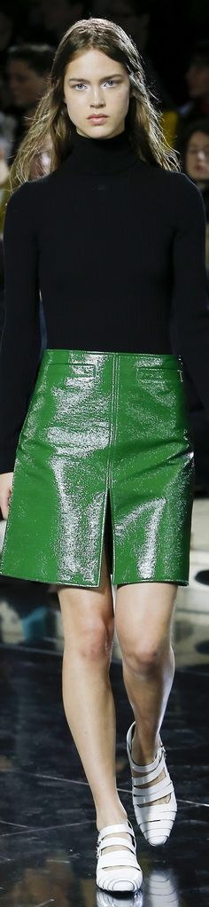 Courrèges | FRTW 2016 2000s Fashion, Fashion Art, Fashion Design, Green Fashion, Fashion Colours, I Fall To Pieces, High Class Fashion, Skirt Fashion, Fashion Outfits