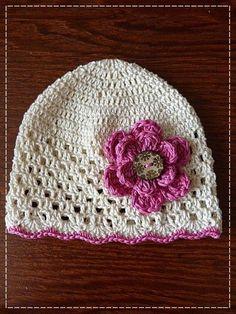 Nějakou dobu jsem vás teď šidila s háčkováním, tak vám snad udělá radost návod na jednu jednoduchou háčkovanou čepičku s šachovnicovým vzor... Crochet Baby Boots, Crochet Cap, Crochet Projects, Sewing Projects, Baby Hats, Beanie Hats, Headbands, Diy And Crafts, Crochet Patterns
