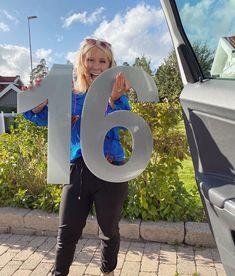 """Emma Andrine Sundebäck 🌸 på Instagram: """"WOHOHOOO!! Mina stora hussiffror har kommit😱😍😍😍Måste bara jaga en elektriker, för de är LED inbyggt i dessa på undersidan/ baksidan 😍😍😍 jag…"""""""