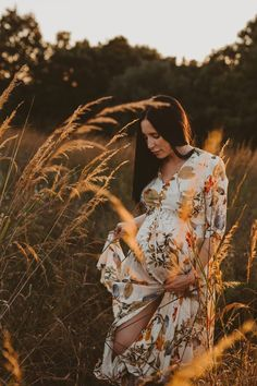 Fall Maternity Shoot, Maternity Photo Dresses, Summer Maternity Photos, Outdoor Maternity Photos, Maternity Photo Props, Maternity Portraits, Maternity Fashion, Maternity Style, Pregnancy Announcement Photos