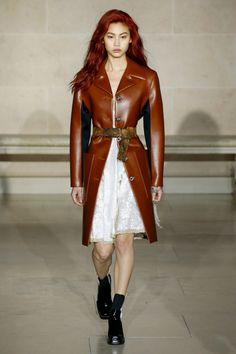 See all the Collection photos from Louis Vuitton Autumn/Winter 2017 Ready-To-Wear now on British Vogue Fashion Week Paris, Fashion 2017, Fashion News, Fashion Show, Fashion Outfits, Womens Fashion, Nicolas Ghesquiere, French Fashion, Timeless Fashion