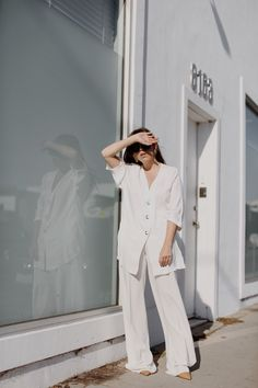 Fiona Dinkelbach from thedashingrider.com wears a white Zara oversized Tunic, white Rae Filippa K palazzo pants, nude Mango Pumps and sunglasses by Ferragamo | Petite Blogger | Style Blogger | Outfit
