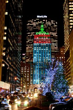 Holiday Lights in New York City: Park Avenue, The Helmsley Building