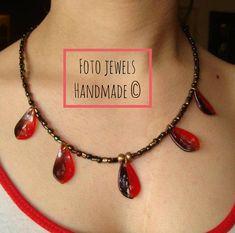 Κολιε με μαυροκοκκινα φυλλαρακια μουρανο 8€ Jewels, Chain, Handmade, Hand Made, Jewerly, Necklaces, Gemstones, Fine Jewelry, Gem