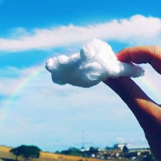 Seja o arco-íris na nuvem de alguém.  . .  #good_mornig. #ceu. #ceu_lindo #ceu_azul. #ceunaterra #ceu_nuvens_sol_paisagem #céu_com_muitas_nuvens.