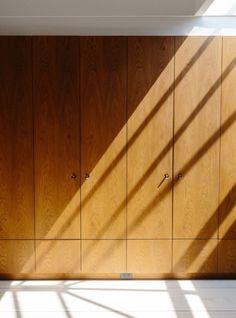 This Designer's Manhattan Loft Is the Perfect New York/Scandinavian Hybrid - Sight Unseen Manhattan Wallpaper, Manhattan Restaurants, Manhattan Apartment, Interior Design Magazine, Sonos, Built In Wardrobe, Scandinavian Home, Interior And Exterior, Mid-century Modern
