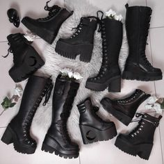 Schuhe Bathroom Remodelling Ideas Maybe you've decided to remodel your bathroom or just give it a fa Edgy Outfits, Mode Outfits, Cute Casual Outfits, Grunge Outfits, Egirl Fashion, Gothic Fashion, Fashion Shoes, Fashion Outfits, Dark Fashion