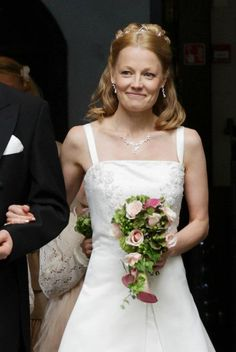 Wedding flowers by Valona Florana, design Elina Mäntylä. Wedding Flowers, Wedding Dresses, Design, Fashion, Bride Dresses, Moda, Bridal Gowns, Alon Livne Wedding Dresses, Fashion Styles