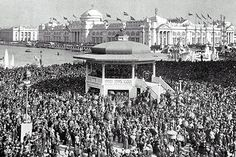 Chicago Day, photo by William Henry Jackson - people attended the World's Columbian Exposition on October World's Columbian Exposition, Chicago Cubs World Series, Agricultural Buildings, Sacred Architecture, Chicago City, My Kind Of Town, White City, World's Fair, Back In Time
