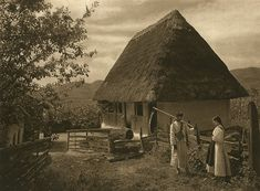 Satu Mare, Maramures - old photos - by Kurt Hielscher Beautiful World, Beautiful Places, Beautiful Days, Romania People, Historical Pictures, Vintage Photographs, Traditional House, Old Photos, Countryside
