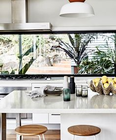 Rather than obstructing the views, a five-metre window doubles as a splashback in the kitchen. Home Interior, Interior Design Kitchen, Long Kitchen, Kitchen Views, Boho Home, Living Room Flooring, Australian Homes, Splashback, Home Decor Kitchen