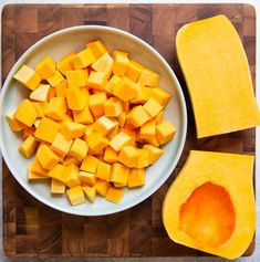 Here is a step-by-step tutorial (with video!) on how to cut butternut squash. The only tools you'll need are a vegetable peeler, spoon, and a sharp knife. Roasted Squash Seeds, Butternut Squash Curry, Squash Vegetable, Bake Mac And Cheese, Baked Mac, Simply Recipes, Free Recipes, Cooking 101, Vegan Recipes