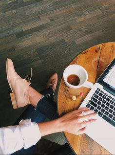 Life Lately: October 2017 - Coffee & work. Living the working in cafe lifestyle. Working in coffee shops is a great way to get things done. Coffee Shop Photography, Photography Branding, Lifestyle Photography, Photography Tips, Glamour Photography, Editorial Photography, Fashion Photography, Coffee Girl, Coffee Love