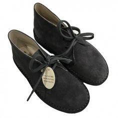 CLARKS DA BAMBINO DI EQUERRY Clarks da bambino di Equerry con tomaia in vera pelle scamosciata, lacci, impunture a vista e suola in gomma. Clarks bimbo Equerry pratiche e comode da indossare con i più diversi outfit. #equerry #scarpeequerry #scarpe #calzature #shoes #bambini #bimbi #neonati #child #children #baby #bebè #infant #shopping #fashion #moda