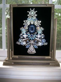 Vintage Jewelry Crafts Vintage Rhinestone Jewelry Christmas Tree Art By Tami R Dean Jeweled Christmas Trees, Christmas Tree Art, Christmas Jewelry, Xmas Trees, Costume Jewelry Crafts, Vintage Jewelry Crafts, Recycled Jewelry, Antique Jewelry, Jewelry Frames