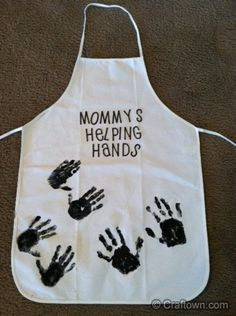 "Say, ""Grandma's Helping Hands"" Handprint Apron- Christmas Craft Ideas Baby Crafts, Crafts To Do, Holiday Crafts, Crafts For Kids, Homemade Aprons, Homemade Gifts, Diy Gifts, Mothers Day Crafts, Mother Day Gifts"