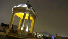 766 mausoleos y 92 monumentos históricos albergan los restos de hombres y mujeres que marcaron la historia del Perú. #cementerio